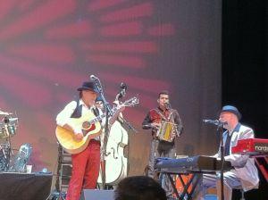 Robert Reynolds on acoustic guitar, unidentified bassist, Michael Guerra on accordion, Jerry Dale McFadden on keys